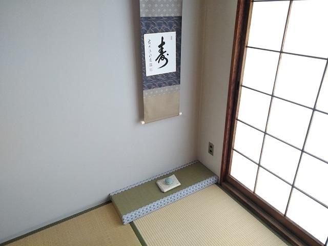 壁際に置いた床の間新畳