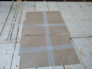 ベニヤ板で補修