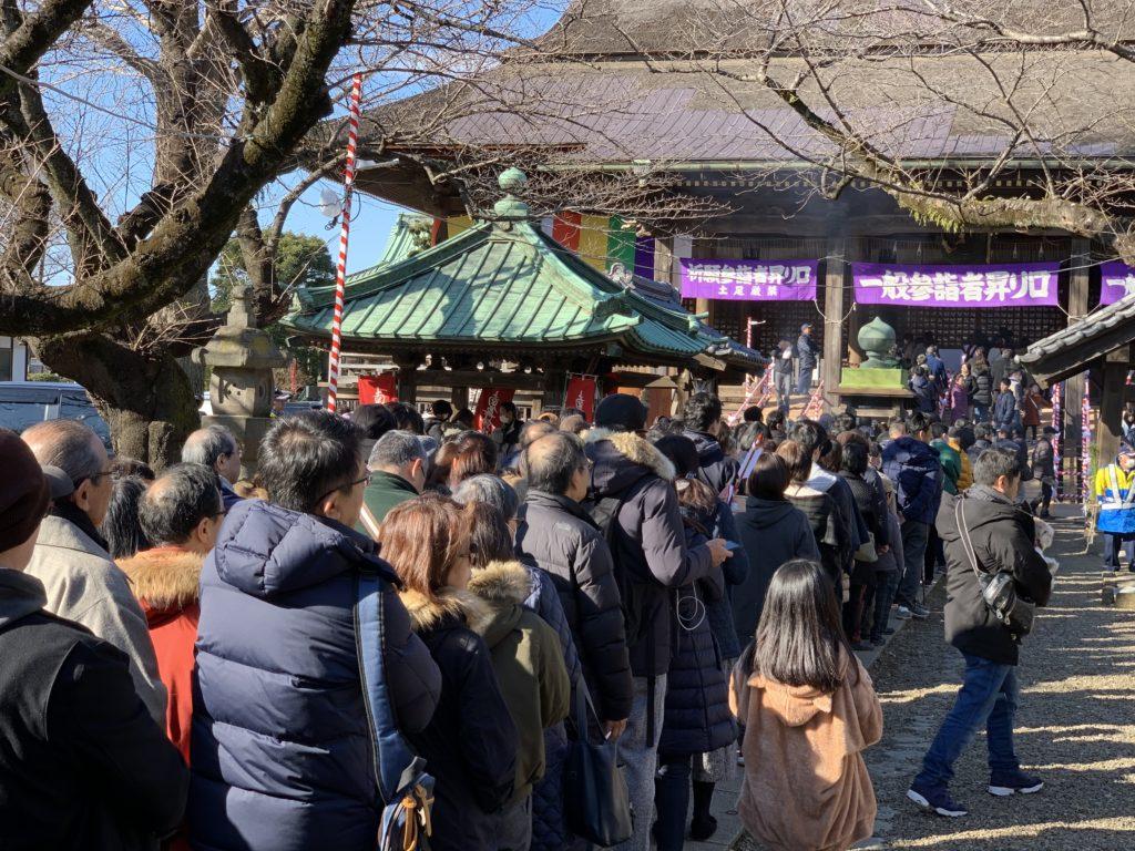 祖師堂の参拝の列